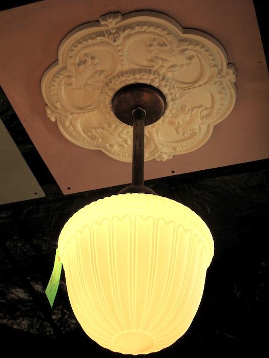 http://www.props.legrenierny.com/files/gimgs/215_2milkglasspendantlamp600-copy.jpg