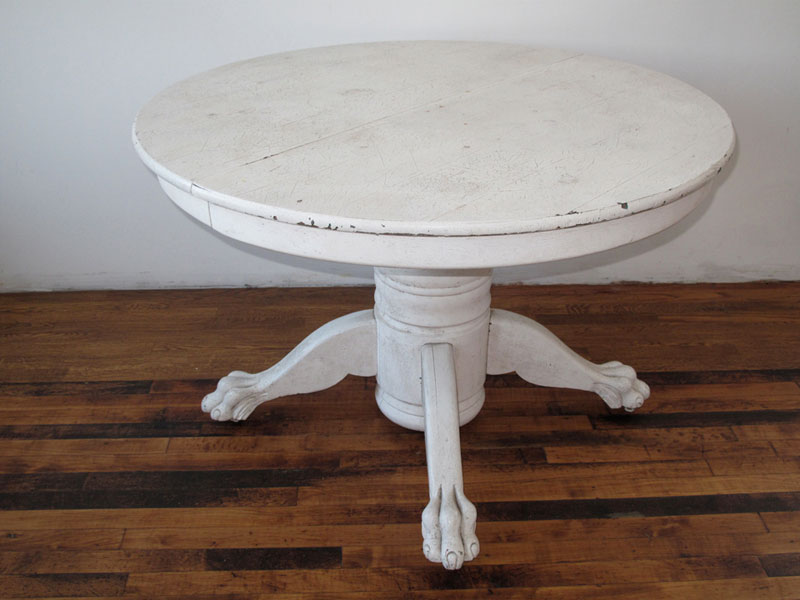 Charmant CLAWFOOT TABLE
